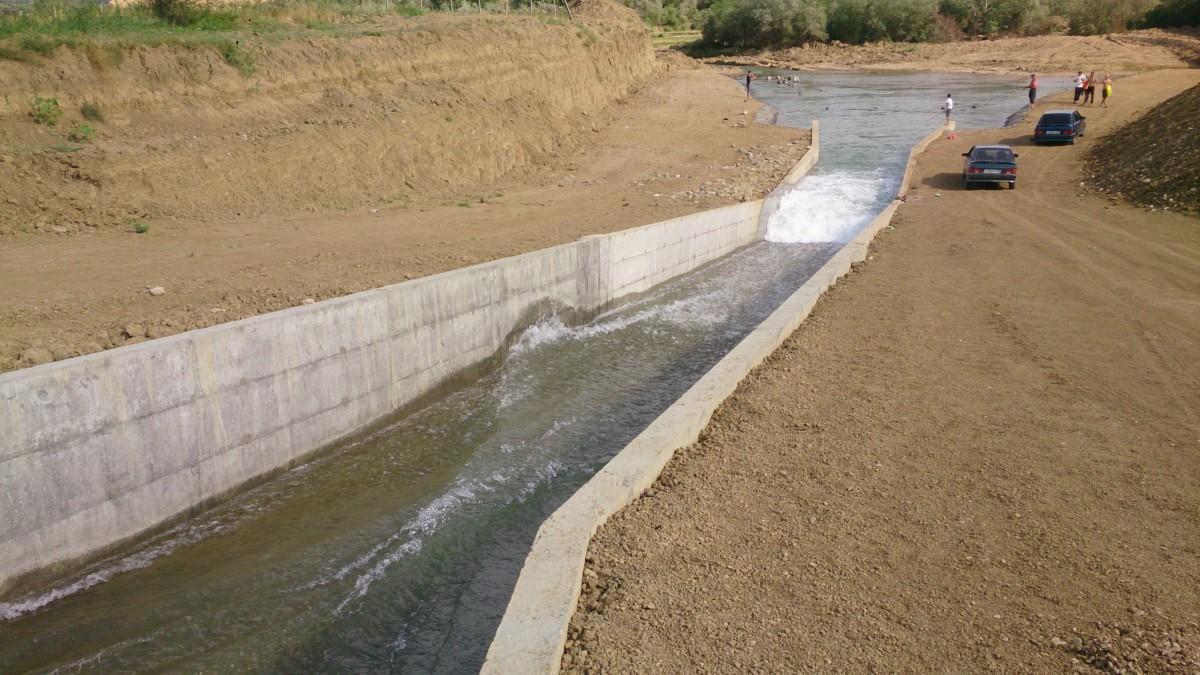 Водоотвод сброс с КОР (Канал октябрьской революции). Дагестан, 2015 г.